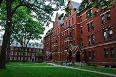 Могъщият университет Харвард съди малък колеж за технологии, наречен ХАВАРД